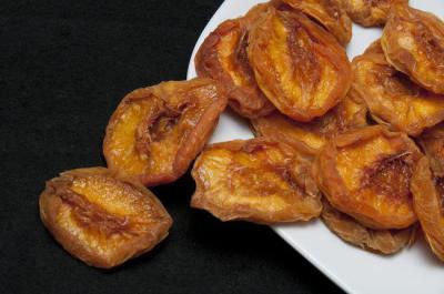 Сушеные персики: название, польза и вред, калорийность