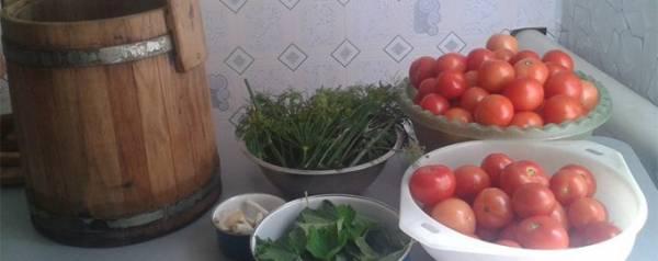 Как правильно солить помидоры в бочке