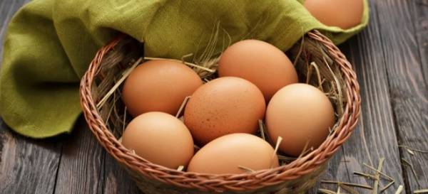 Как проверить свежесть яиц в воде